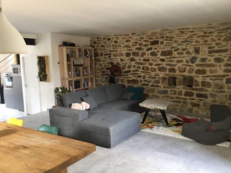 Maison de village au cœur de l'Ardèche à 10 minutes d'Aubenas, holiday rental in Ajoux