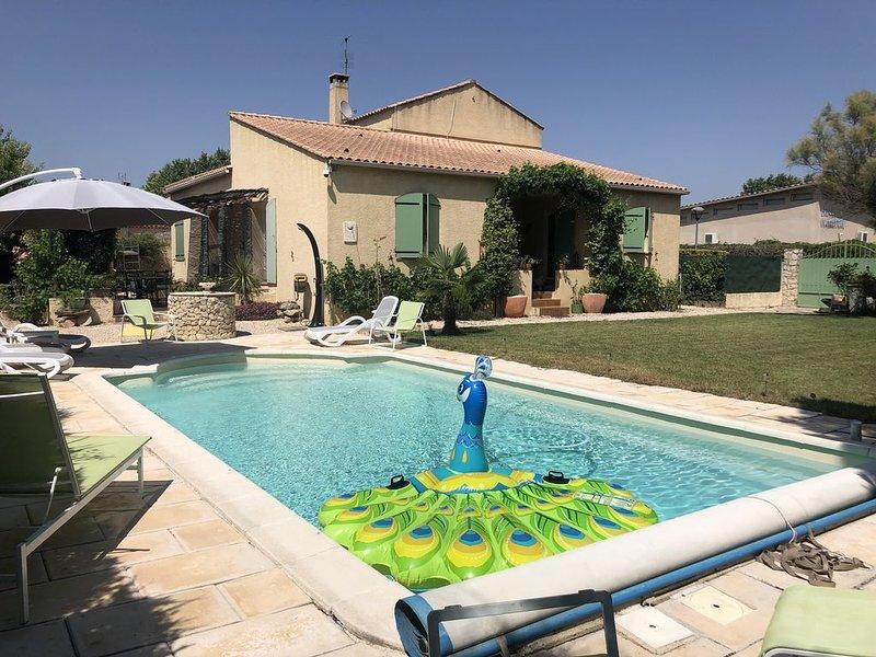 Maison avec terrasses + piscine privée (3,80 x 8,80m) + WIFI, proche Aix en Pce, vacation rental in Villelaure