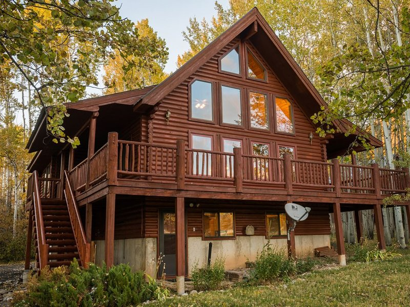 Star Valley Ranch Log Cabin on Golf Course, casa vacanza a Afton