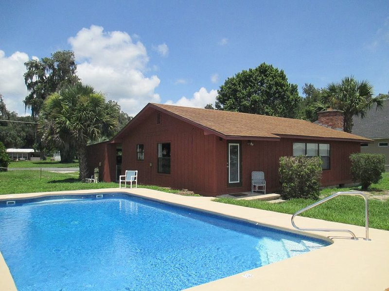 NEW Listing!  Gorgeous Lake Panasoffkee Lake Front Home – semesterbostad i Bushnell