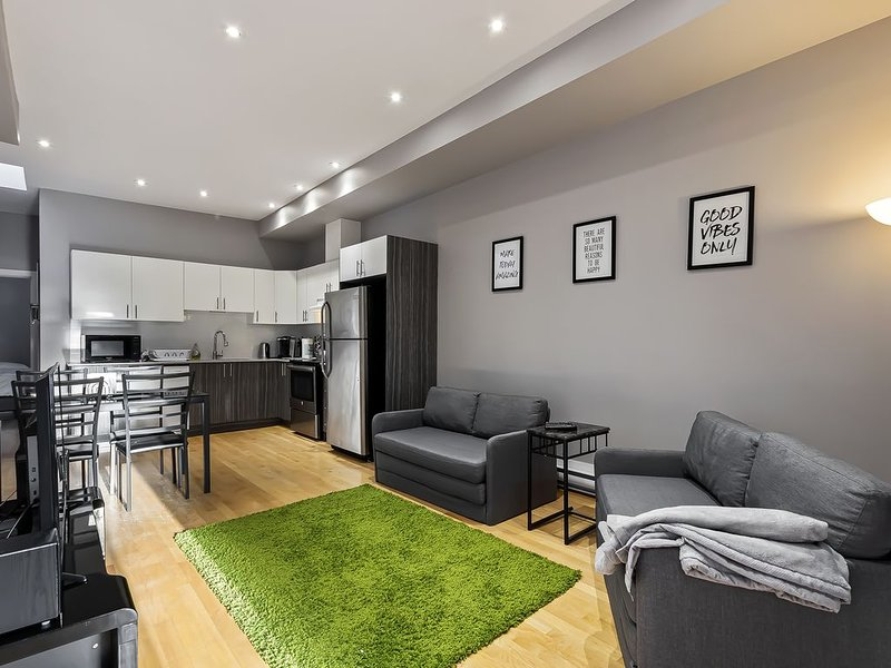 Great location! Terrace! Downtown | Old Port next door!, holiday rental in Montreal