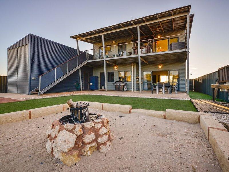 Amazing Pet-Friendly Beach House with Gulf Views, aluguéis de temporada em Exmouth