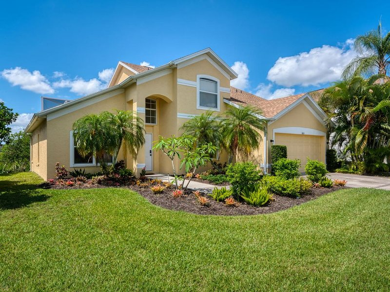 Waterfront Pool Home w/ Private Dock on the Manatee River: Braden River Lakes 01, holiday rental in Bradenton