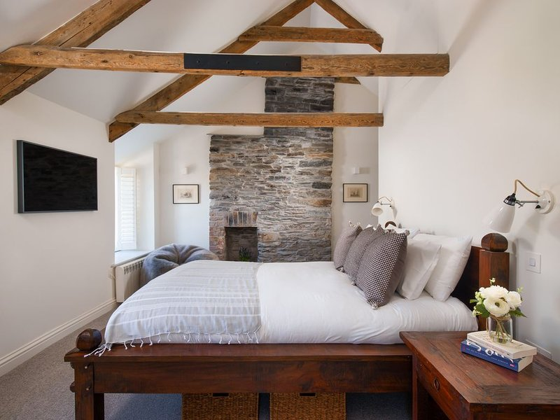 Old Anchor Cottage, Harbour Views, Beautiful Cliffside Terrace, holiday rental in Boscastle