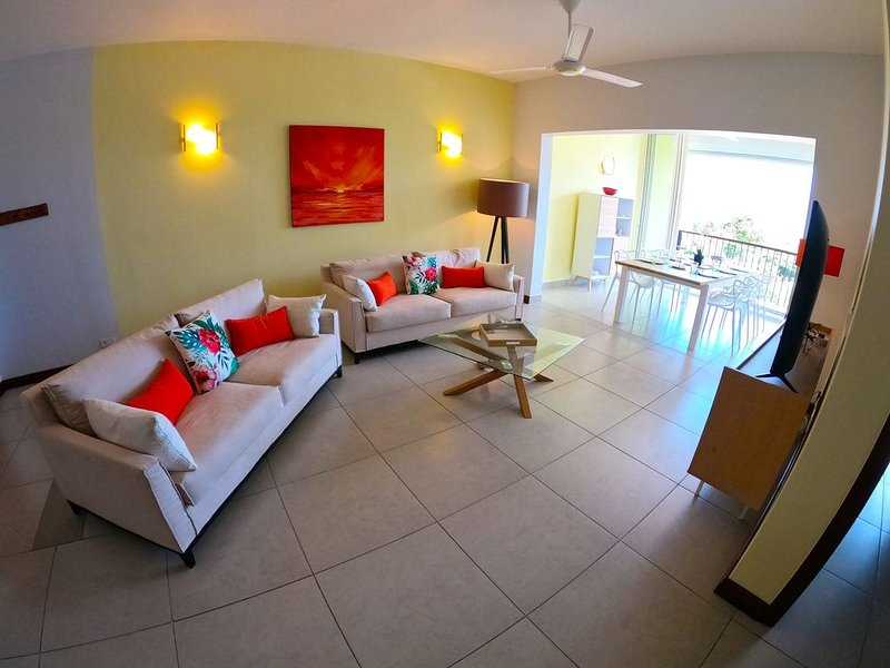 SPLENDIDE APPARTEMENT 6 PERSONNES, LUXE, holiday rental in Tamarin