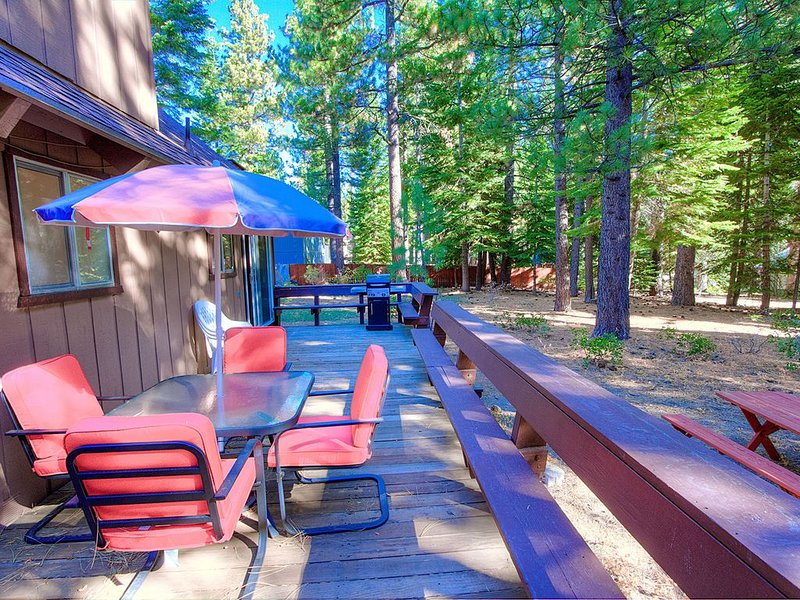 Cool Cabin Near Hiking Trails, Great Neighborhood, Pet Friendly (COH0885), vacation rental in South Lake Tahoe
