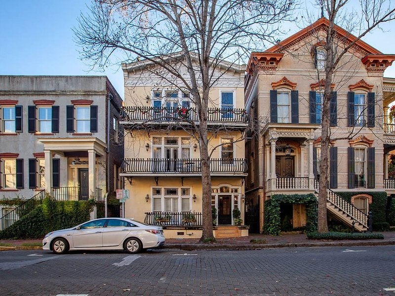 Home Away from Home, Beautiful Historic condo in the heart of the city, alquiler de vacaciones en Savannah