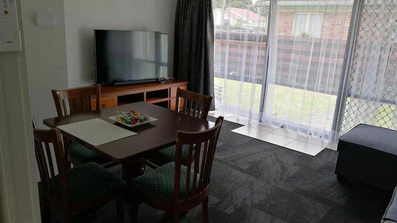 Sylvia Park Mt. Wellington 2 bedrooms, holiday rental in Karaka