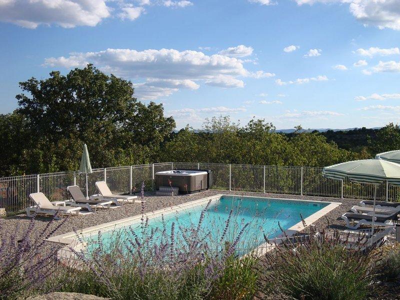 Villa L'Olivier avec piscine privée et jacuzzi en sud Ardèche !, location de vacances à Joyeuse