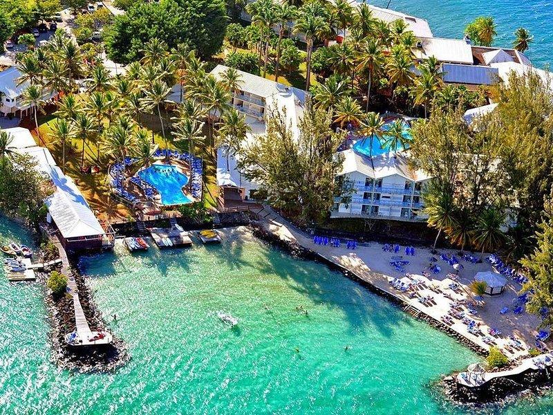 STUDIO/4 pers. en RdC avec grande terrasse, 2 piscines, accès direct mer/plage, location de vacances à Trois-Ilets