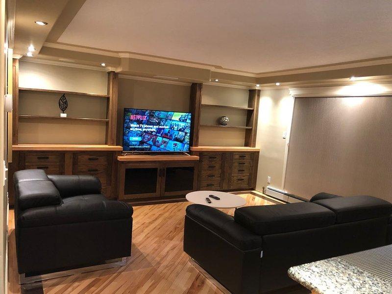 Luxury One Bed/Bath condo w/ parking on Whyte Ave, alquiler de vacaciones en Edmonton
