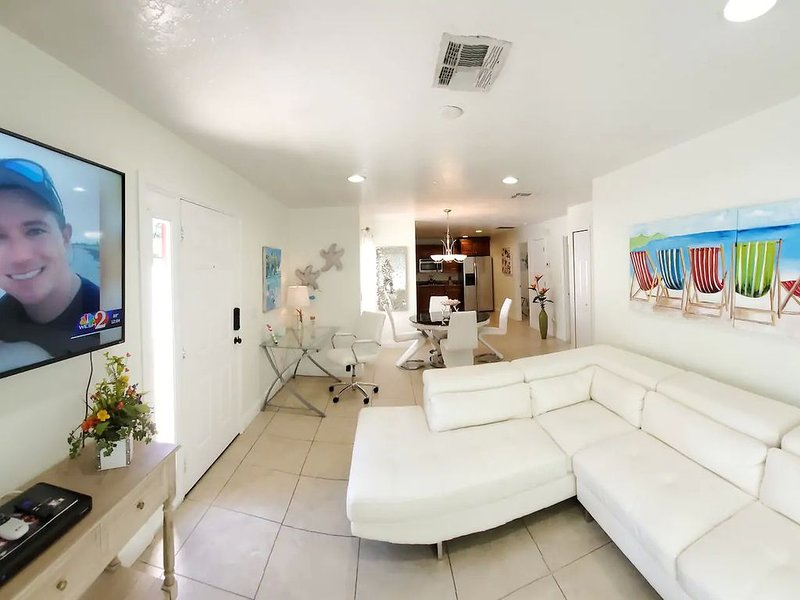 Airy Stylish Apartment- Near Attractions, location de vacances à Altamonte Springs