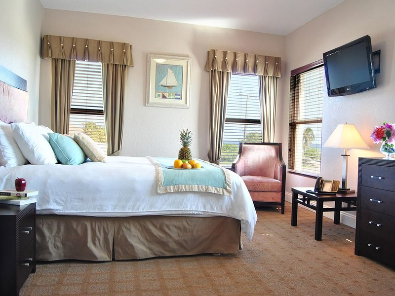 The Alexander - #105 Queen Suite, alquiler vacacional en South Town