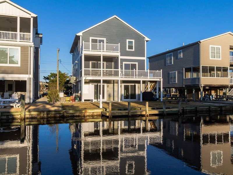 Spacious 6 BR/3 BA, Canal Home 2 Blocks From Beach, holiday rental in Bethany Beach