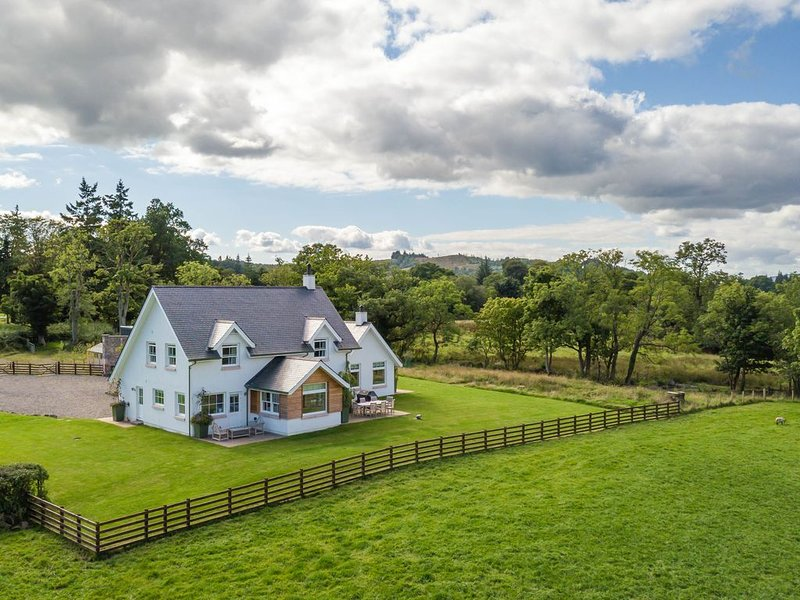 Private house in 60 acres on shores of Loch Lomond, sleeps 8, vacation rental in Gartocharn
