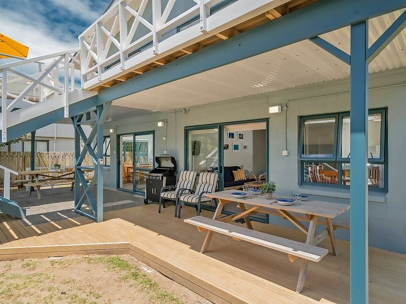 Captains Bach * Cooks - Downstairs Holiday Unit, holiday rental in Cooks Beach