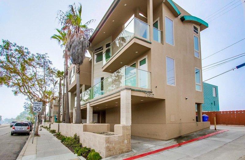 Rooftop Deck with Stunning Ocean Views!, vacation rental in San Diego