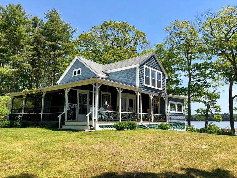 Spacious Property located on a private, waterfront peninsula with multiple cotta, vacation rental in Bowdoinham