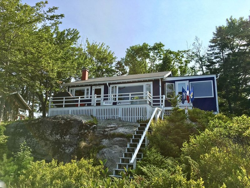 Charming Oceanview Cottage located in Beautiful Phippsburg! Common Dock and Wate, holiday rental in Cundys Harbor