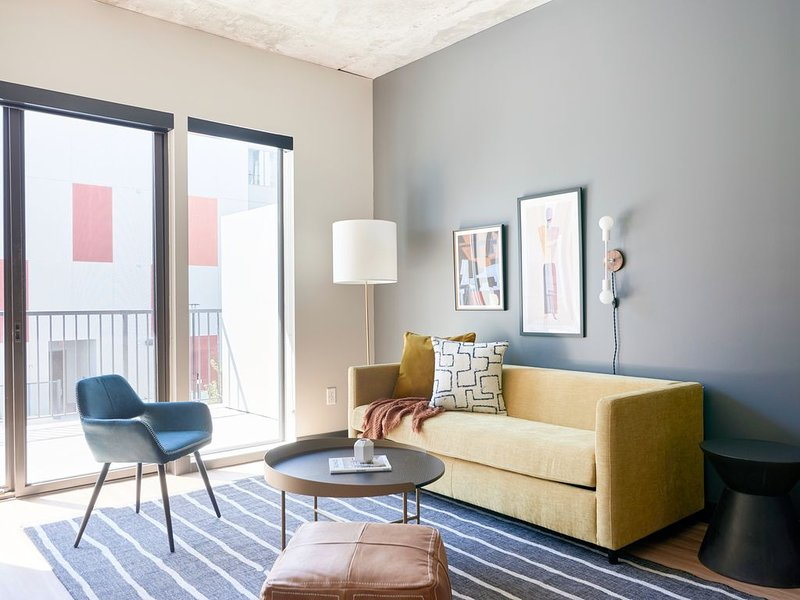 Sonder | Mill Ave | Contemporary 1BR + Sofa Bed, holiday rental in Tempe