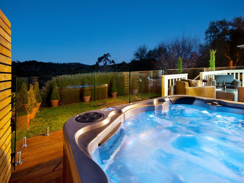 Hepburn View - Free unlimited Wi-Fi & Jacuzzi!, holiday rental in Elevated Plains