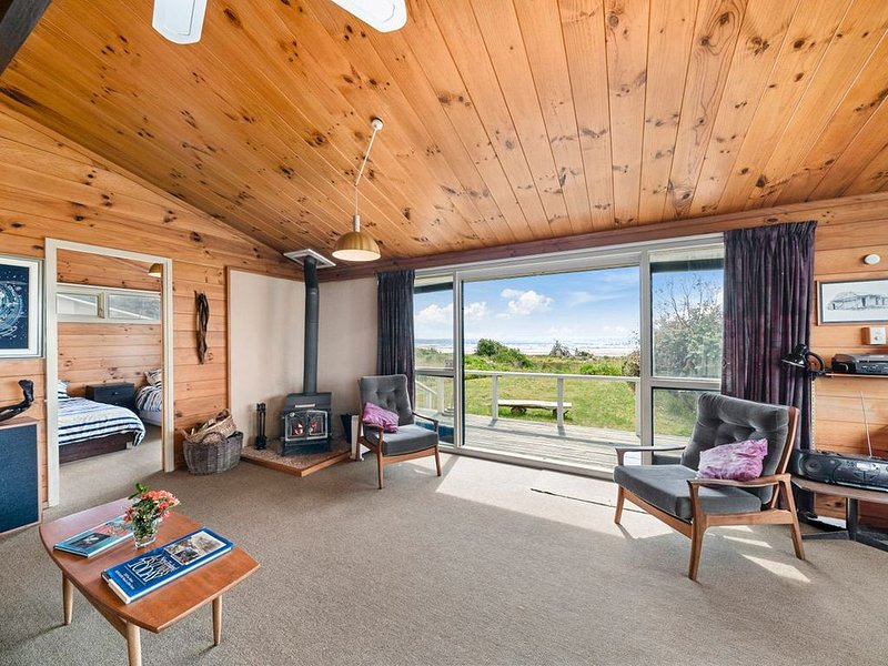 The Beachsider - Te Horo Beach Holiday Home, holiday rental in Levin