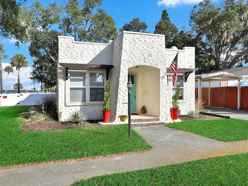 Riverfront, dog- friendly home close to Daytona Beach attractions!, holiday rental in Port Orange