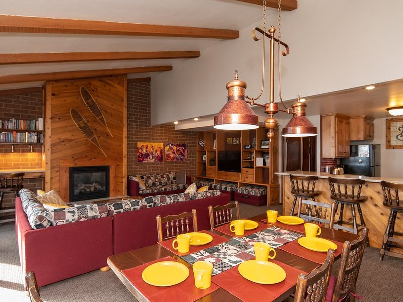 Spacious 3 Bdrm 4 Bath Hot Tub Steam Rm Walk to Old Town&Resort, vacation rental in Park City