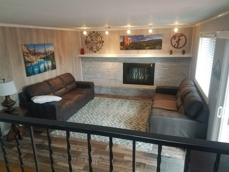 4 bedroom/3 bath, conveniently located, great for large groups or families, vacation rental in Colorado Springs