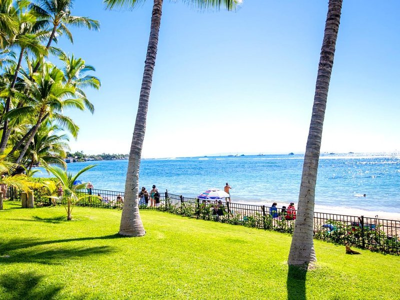 K B M Hawaii: Air Conditioned & Beach Front 4 Bedroom, FREE car! Aug Specials Fr, holiday rental in Lanai