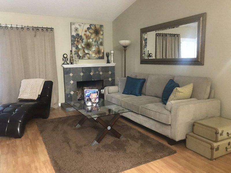 Furnished Family Rental Home Located near Los Angeles Attractions, location de vacances à Santa Clarita