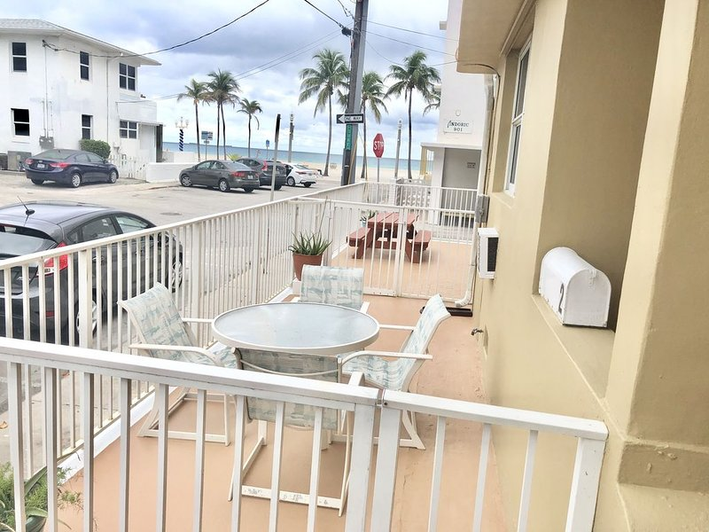 1 Bedroom in 50 steps from the Beach!, vacation rental in Hallandale Beach