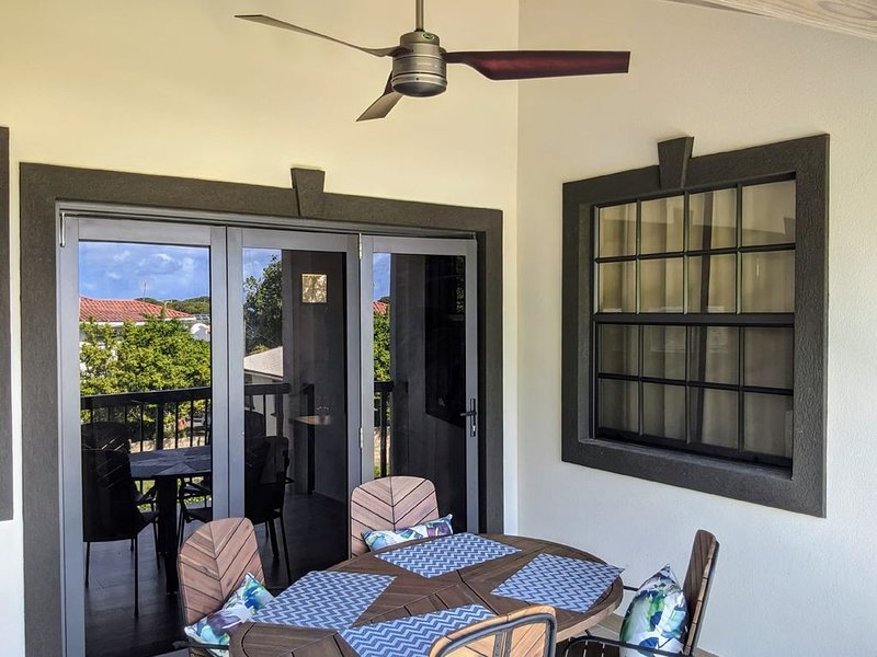 New 2 Bed 2 Bath Condo w/Pool, 1 min from Beach, holiday rental in Fitts