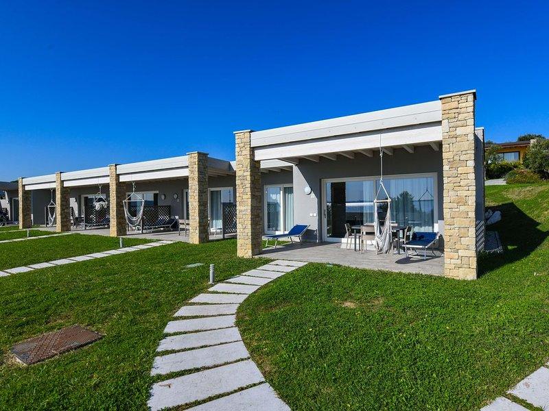 Relais Rosa dei Venti: 1 bedroom elegance, 2 pools, lake view!, vacation rental in Moniga del Garda