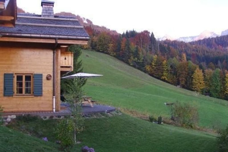 This is a lovely, south facing, 4 star chalet with Wi-Fi located in La Clusaz, vacation rental in La Clusaz