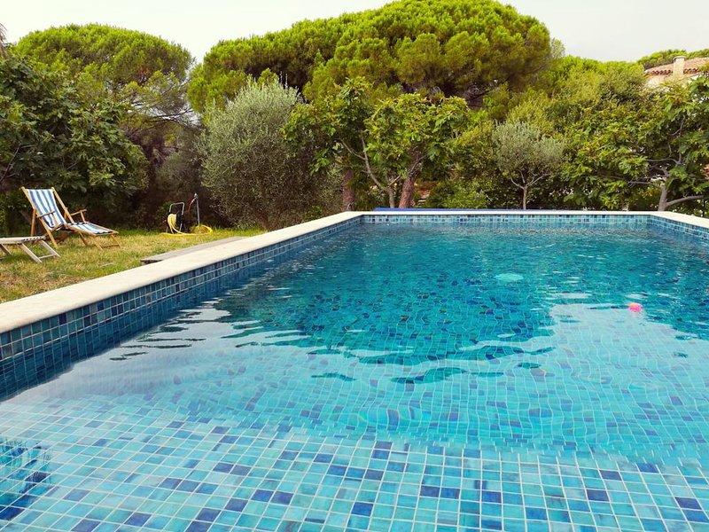 Villa avec piscine privée vue sur vignoble, à proximité des plages & de la ville, Ferienwohnung in Fréjus