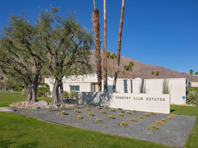 Iconic Mid Century Modern by A. Quincy Jones. Stunning  property! 29 DAY min., holiday rental in Palm Springs
