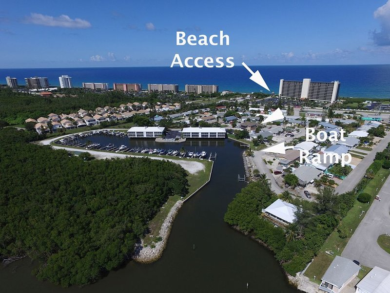 South Florida Beach House  3 BR/2B on Hutchinson Island.  Quick walk to Beach., vacation rental in Jensen Beach