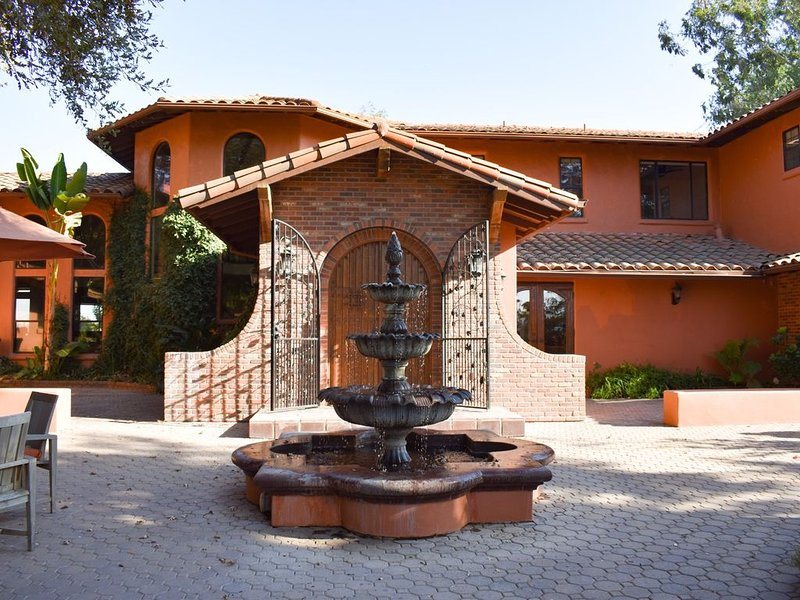 Wine Country Ranch Retreat,  pool, hot tub, sleeps 14, just 2 hrs from  SF., vacation rental in Valley Springs