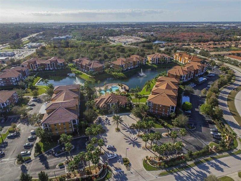 Seranata Sarasota beautiful 2nd floor condo gated community -steps to pool, holiday rental in Tallevast