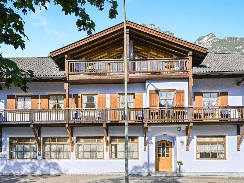 """Gemütliche Katharinenhof Ferienwohnung """"Kramer"""" mit Bergblick und WLAN; Parkplät, casa vacanza a Garmisch-Partenkirchen"""