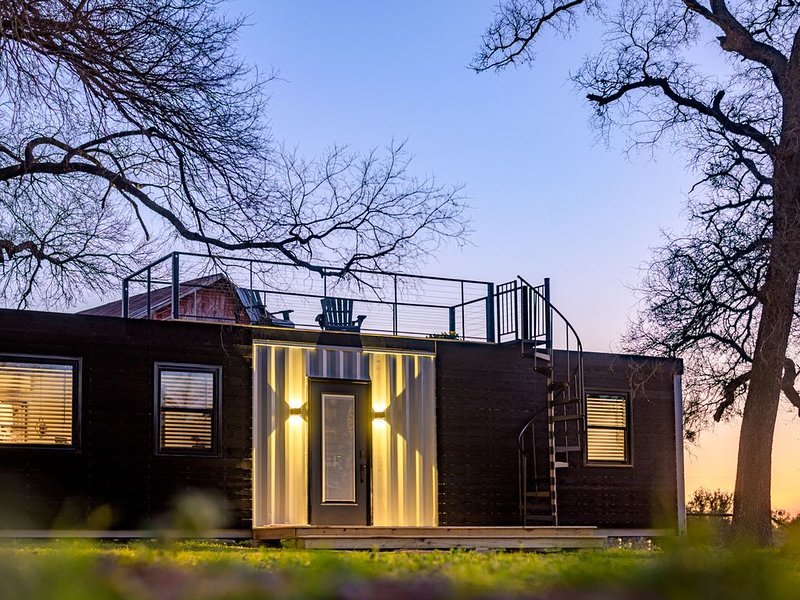 'The Blue Ridge' Container Tiny Home in the Country, holiday rental in Waco