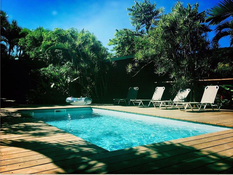 Karukera, appartement Rez de Jardin idéalement situé à Deshaies, holiday rental in Bas Vent