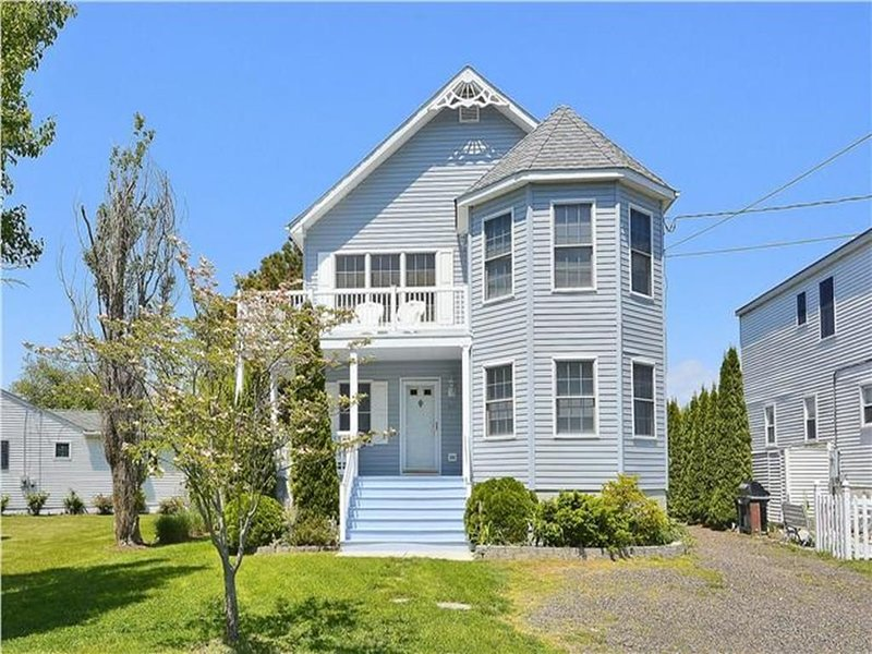 Large Pet-Friendly Home Presented by Homestead Real Estate, holiday rental in West Cape May