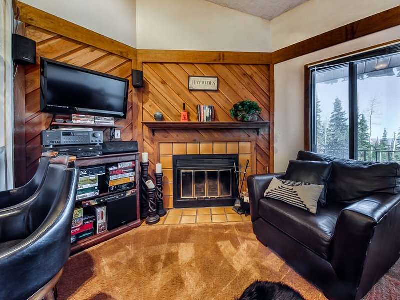 Family-Friendly Condo w/Free WiFi, Wood Fireplace & near Year-Round Activities!, alquiler de vacaciones en Parowan