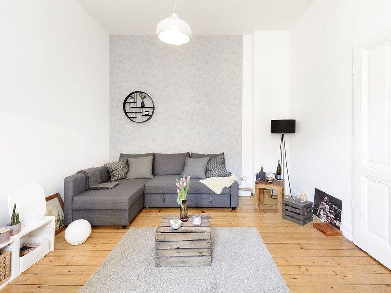 Altbaucharme: Voll möblierte 2,5 Zimmer Wohnung im Trendviertel, vacation rental in Kerpen