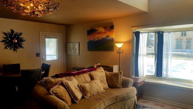 The Gowdy Apartment. private fenced yard pet friendly , modern, clean, fun!, casa vacanza a Lake City