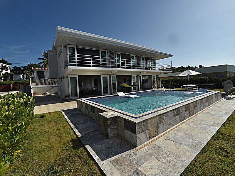 'VILLA PLAYERA' Ocean View Villa with Private Pool on secluded beach!, vacation rental in Yabucoa