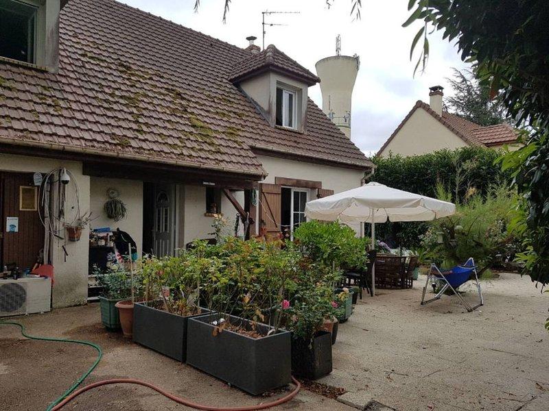 Maison ! Jacuzzi ! 5 minutes de Disney et village nature !, vacation rental in La Houssaye-en-Brie