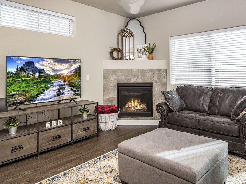 Brand New! 3bd  2.5 bath home minutes from NAU/Downtown with gorgeous views, casa vacanza a Flagstaff